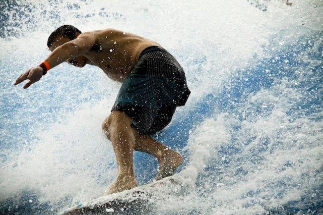 A lezione di surf a pausa pranzo al Bellavita Villaggio Benessere