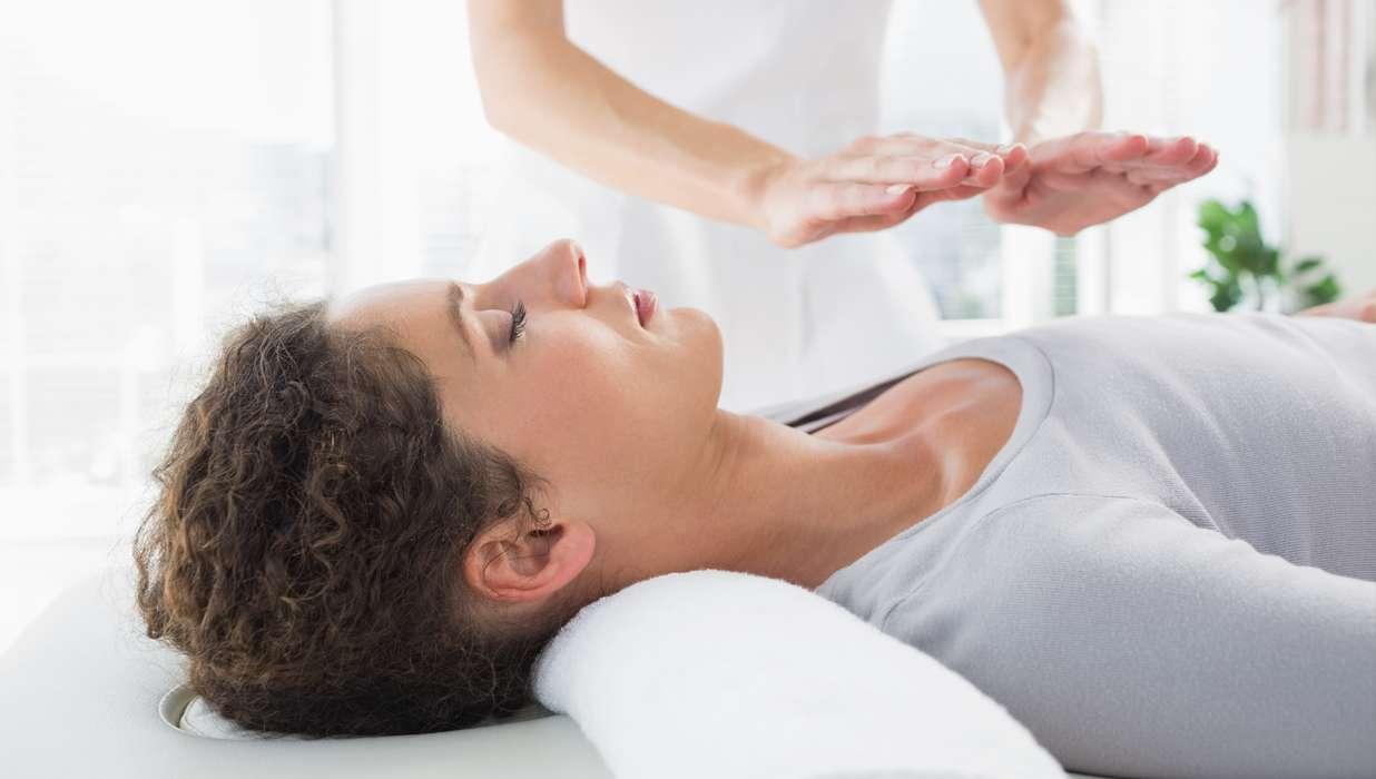 Trattamenti terapeutici reiki : definizione ed origini